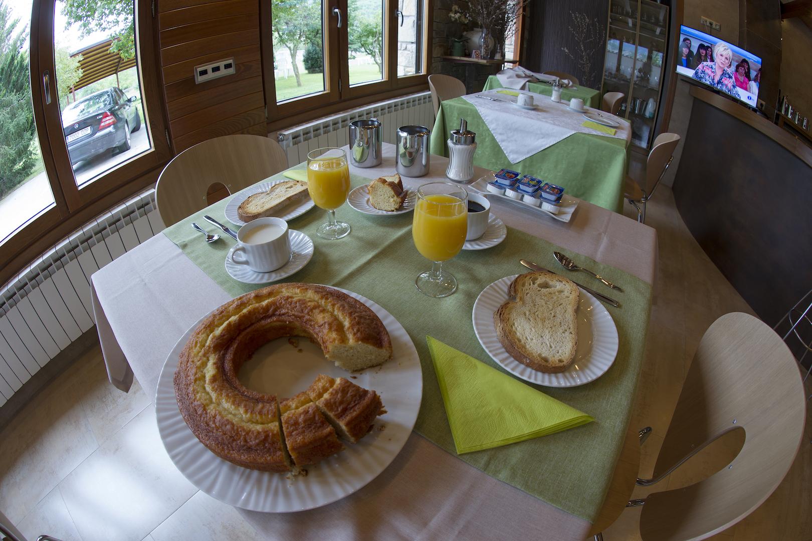 Desayuno / Cafetería - Hotel los Nogales