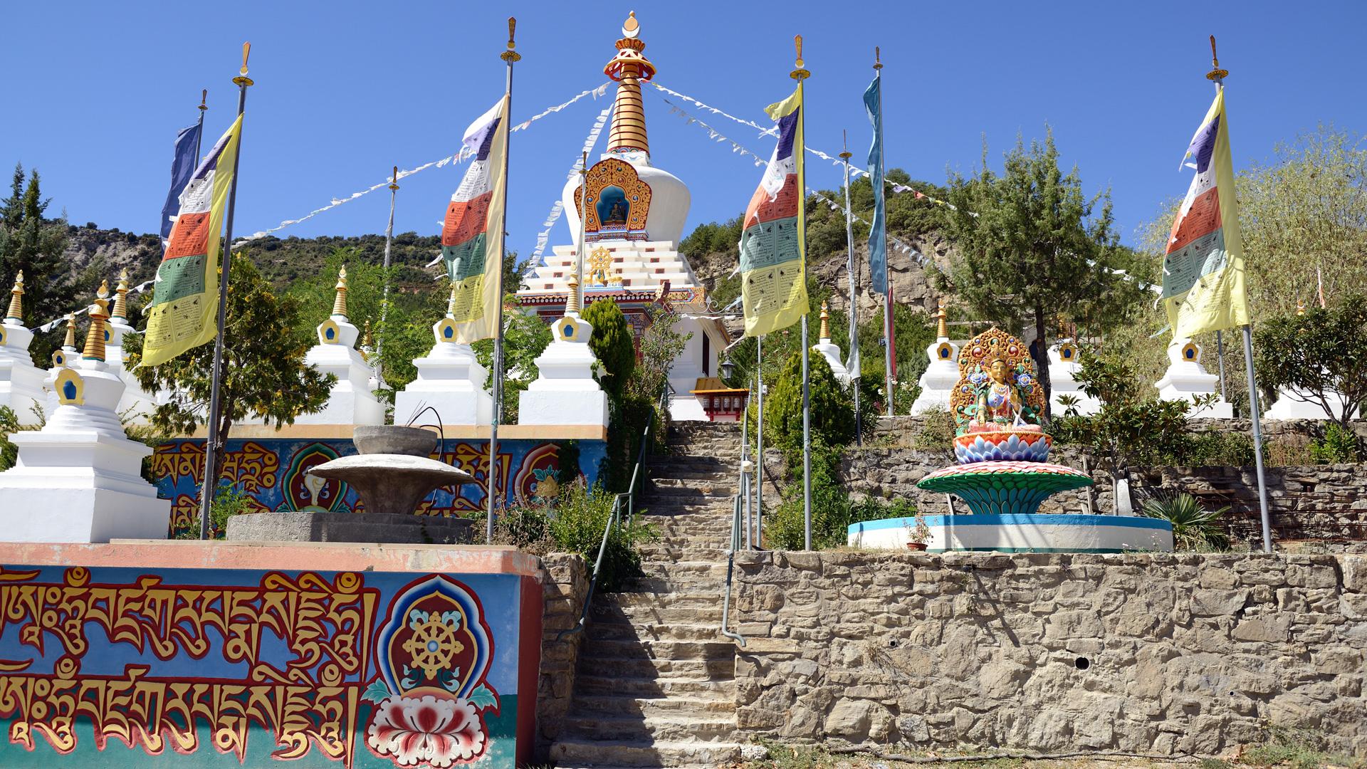 Templo budista - Panillo (Huesca)